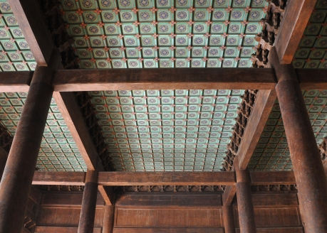 Ceiling and columns in the Hall of Eminent Favor, Changling